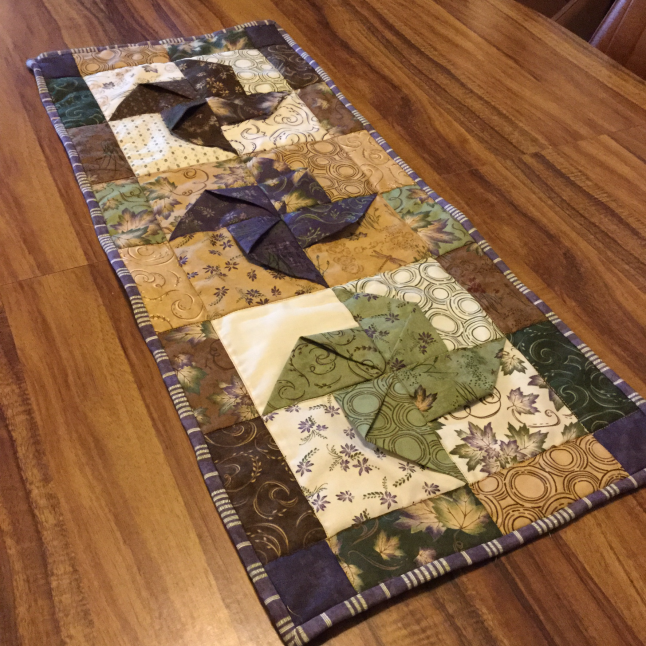 pinwheel table runner completed.png